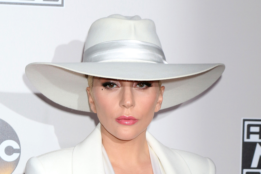 Lady Gaga Reveals She Has Fibromyalgia